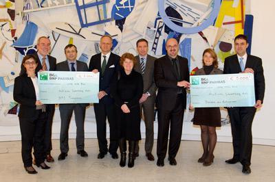 BGL remet deux chèques à l'association Austime Luxembourg